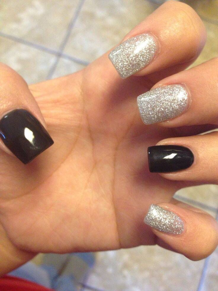 I Had This But The Opposite I Had One Glitter Nail And The Rest Black But I Love This Combo The N Glitter Nails Acrylic Black Nails With Glitter Silver Nails