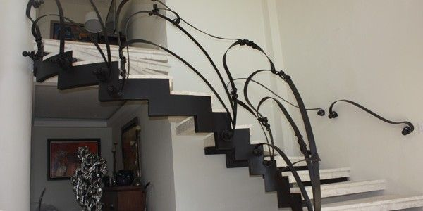 Barandas para escaleras minimalistas buscar con google for Casa minimalista roja