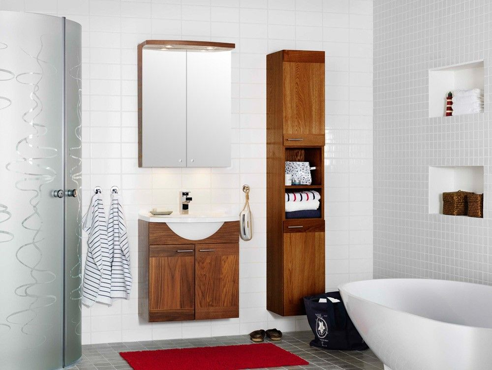 Yksinkertaiset muodot yhdistyvät mielenkiintoiseksi kokonaisuudeksi. Westerbergs Kylpyhuoneryhmä Bahia 600 peilikaapilla | Netrauta.fi #kylpyhuone