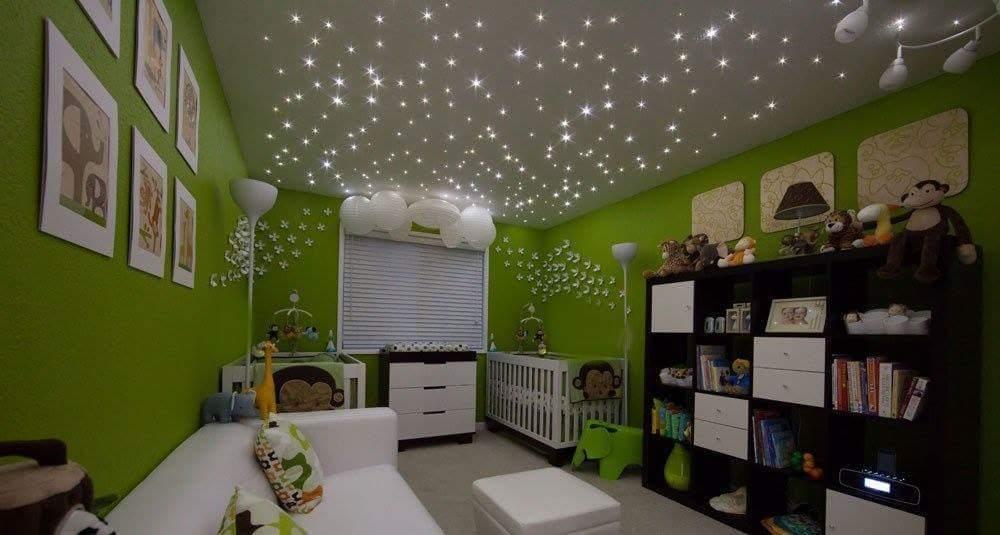 une id e d 39 clairage pour la chambre de votre b b utilisation d 39 un kit ciel toil en fibre. Black Bedroom Furniture Sets. Home Design Ideas