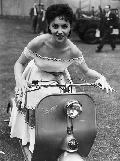 Gina Llollobrígida... see? All of us hot Italian babes ride Vespas! ;)