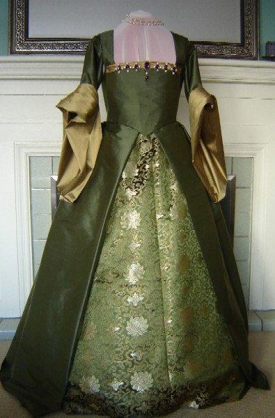 custom renaissance clothing