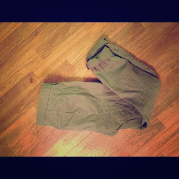 Green capris Cute dusty green skinny capris from gap. Super soft Jean material. Too big for me GAP Pants Ankle & Cropped