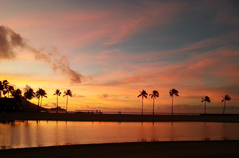 Sunrise Over Waikiki Beach Honolulu Hawaii Honolulu Beach Waikiki Beach Island Life