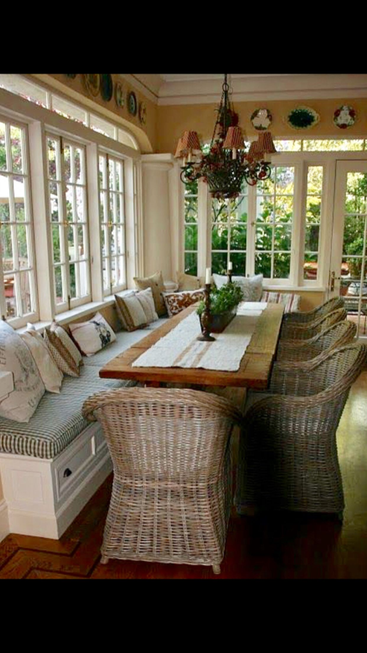 Cool Built In Bench Seating And Narrow Table Would Open Up The Caraccident5 Cool Chair Designs And Ideas Caraccident5Info
