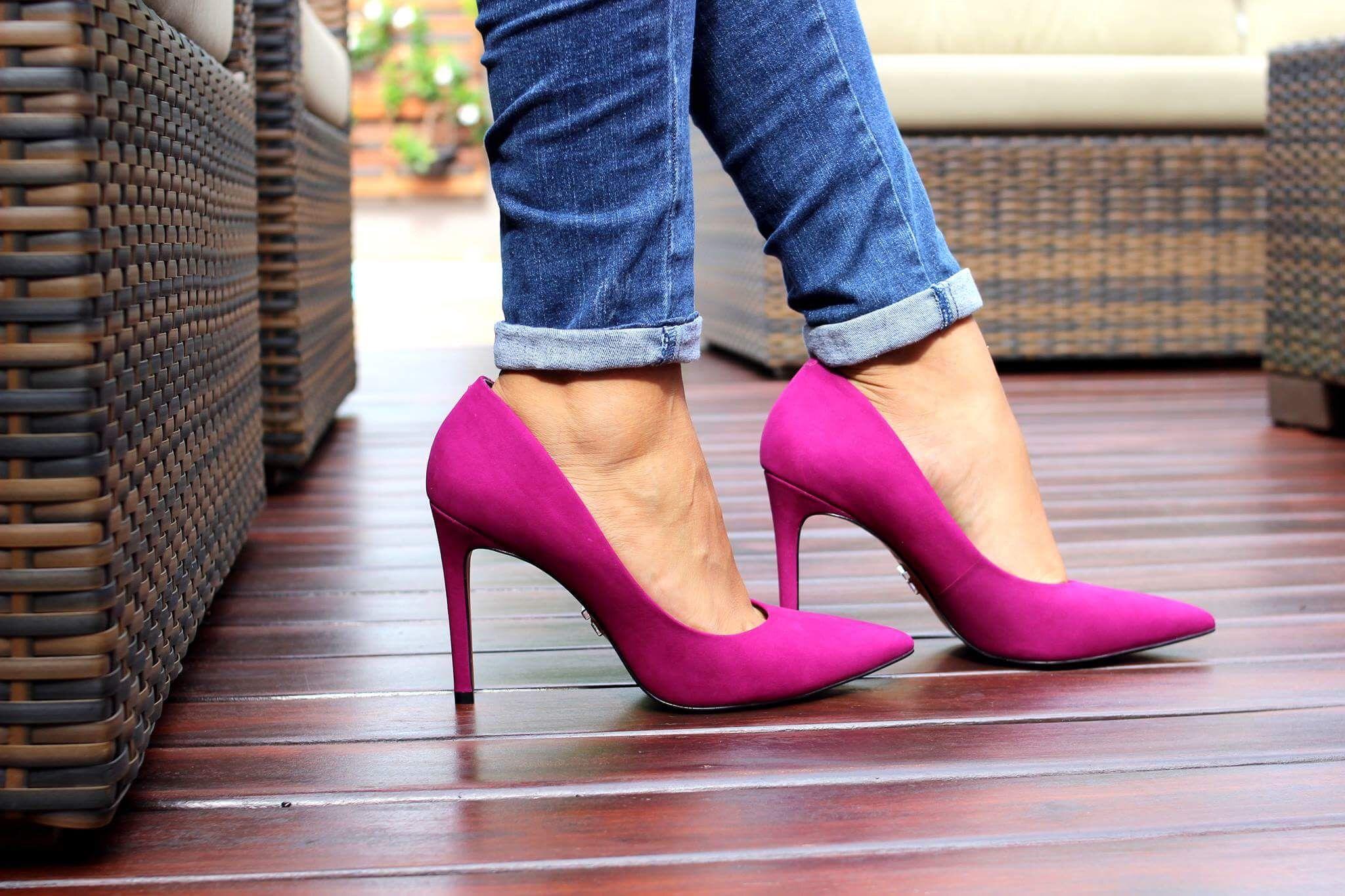 4f6e35b26b Scarpin salto alto CARRANO cor violeta Enviamos para todo Brasil Compre  pelo nosso site www.apparenzastore.com.br