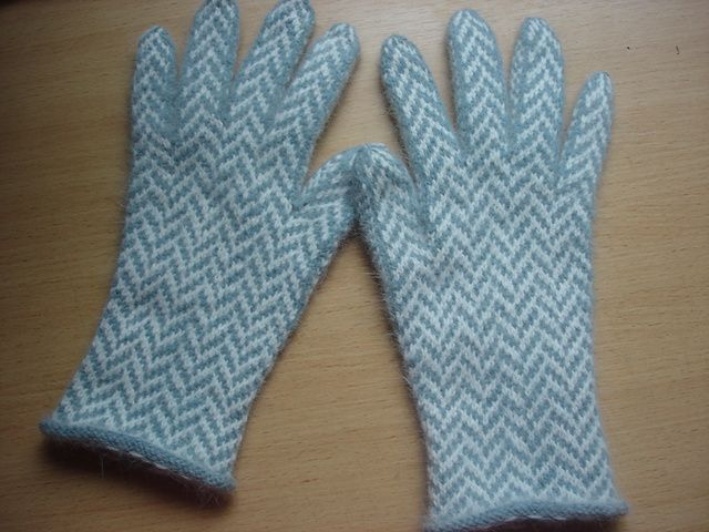 Ravelry: iamarebel's Herringbone Gloves