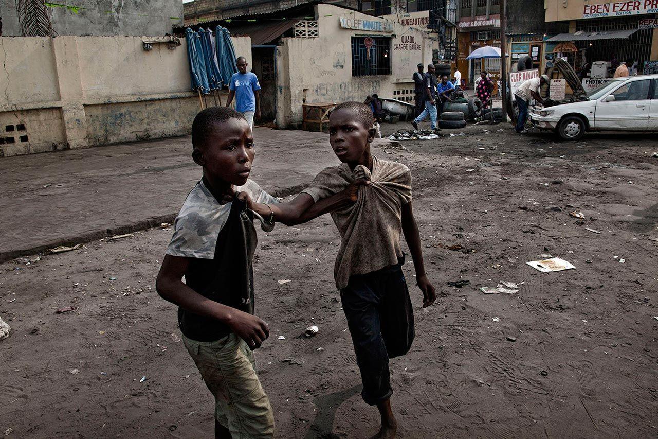 Street_children_fighting