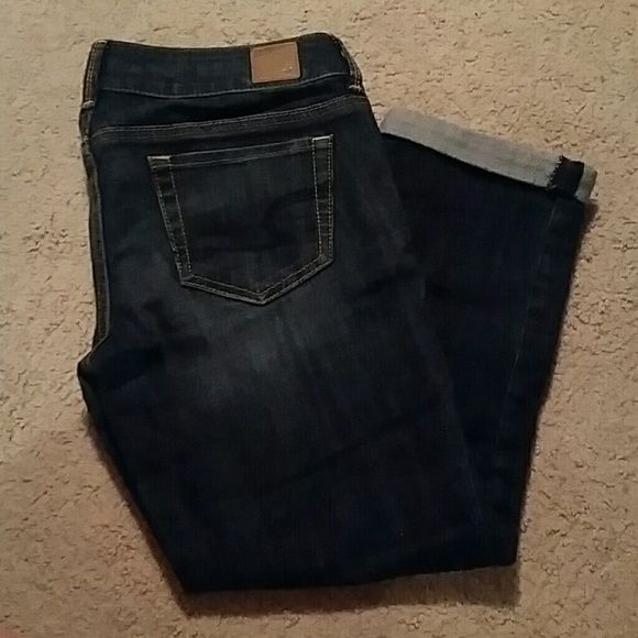 AE cuffed capris American Eagle  Size 6 Cuffed Double button American Eagle Outfitters Jeans