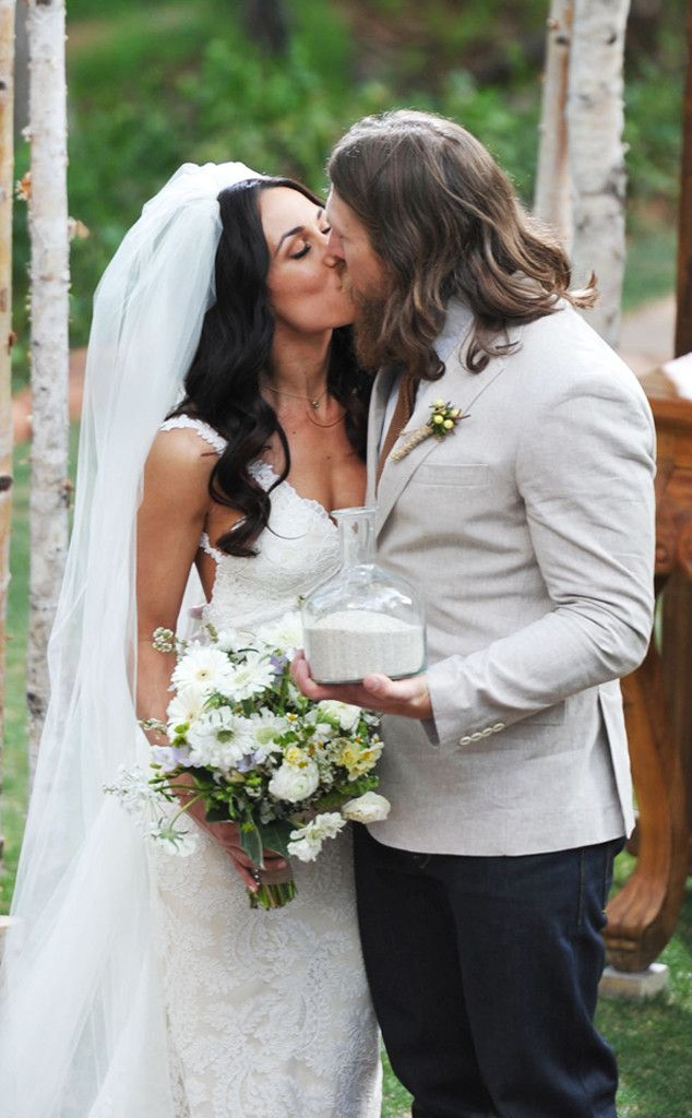 Total Divas Brie Bella And Wwe Superstar Daniel Bryan Are Married See The Wedding Pics E Online Brie Bella Wedding Brie Bella Wwe Couples
