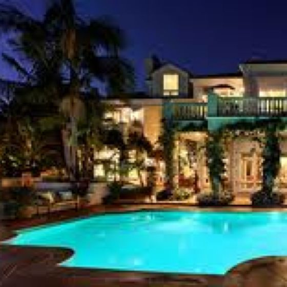 Mansion With Pool And Palm Trees :)