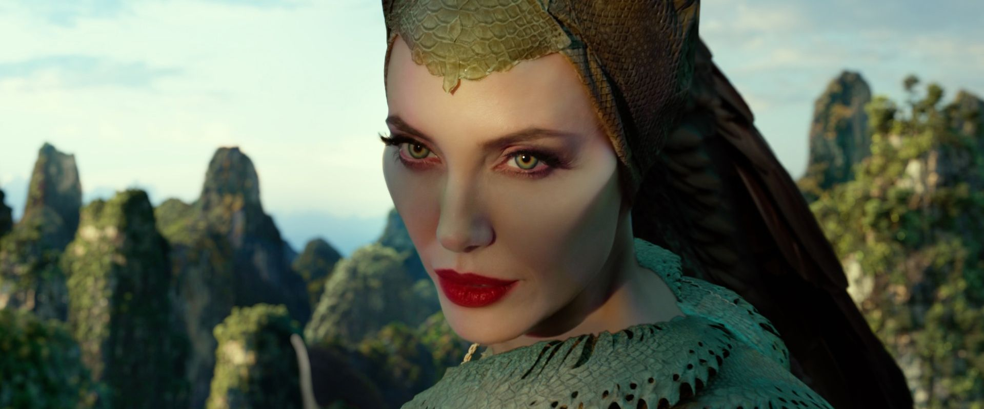 Maleficent Mistress Of Evil Character Posters And Trailer