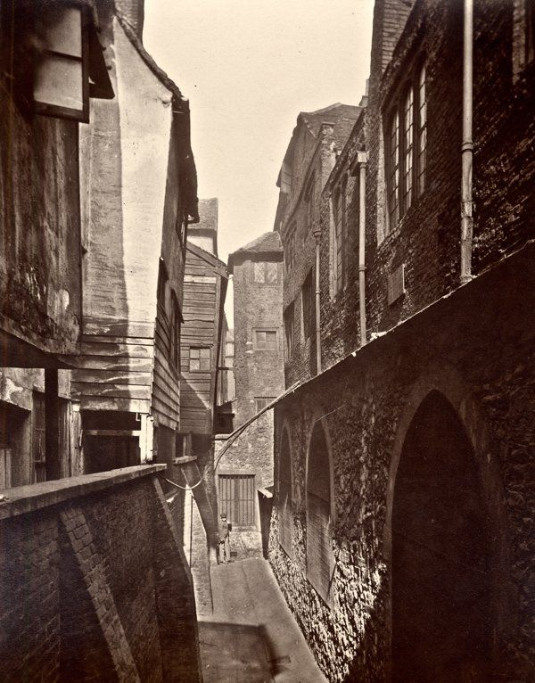 Late Elizabethan buildings just behind St Bartholomew's 1890's were still occupied by the very poor.  (@joeflanagan1) | Twitter