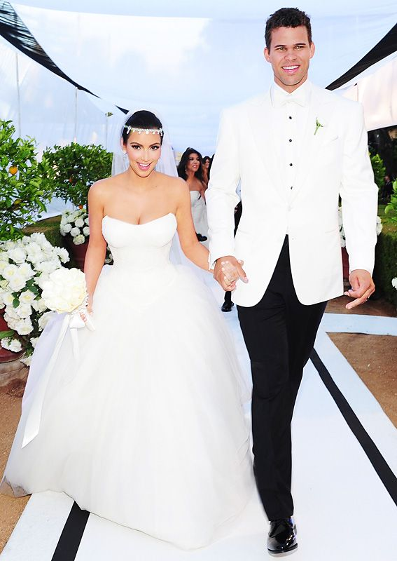 Take A Look Back At Kim Kardashian S Extravagant Wedding Wedding Dresses Vera Wang Kim Kardashian Wedding Dress Kim Kardashian Wedding Dress Vera Wang