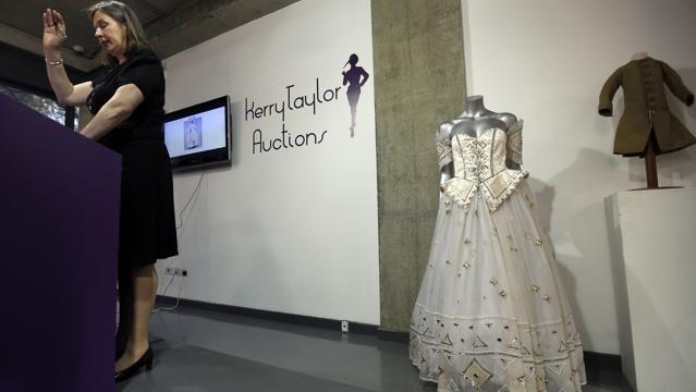 122mila euro per un abito da sera di Lady Diana