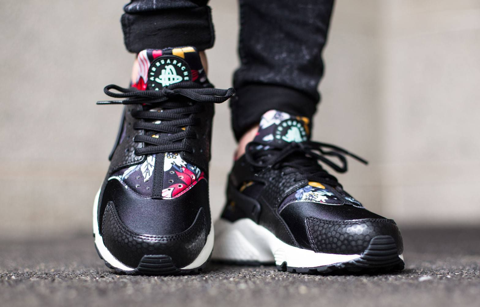 6c10ff1819c5 Nike Says  Aloha  to Air Huaraches Nike WMNS Air Huarache Run Print Color   Black Artisan Teal-Sail-Black