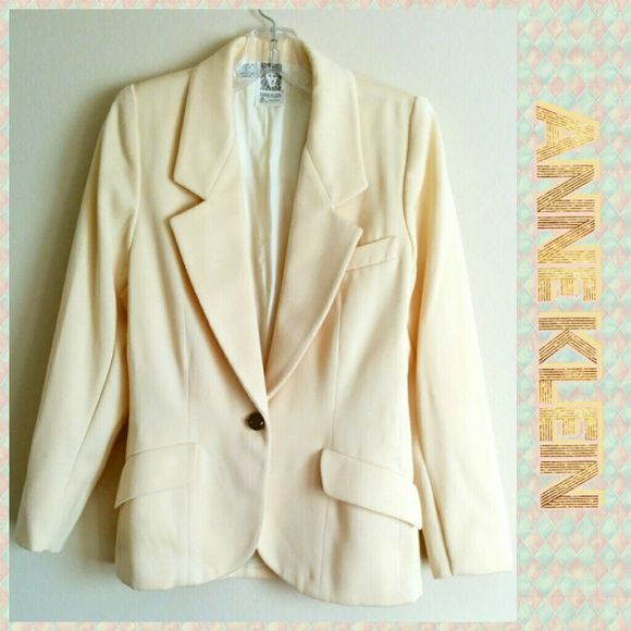 Anne Klein Suit Jacket in Pale Yellow Beige sz S Vintage. No sizing on the tag, but fits like a small or a 6. I can provide measurements if needed! Really lovely light yellow toned beige blazer. Beautiful buttons, breast pocket, great tailoring, darts and angled pockets for a slimming effect. Anne Klein Jackets & Coats