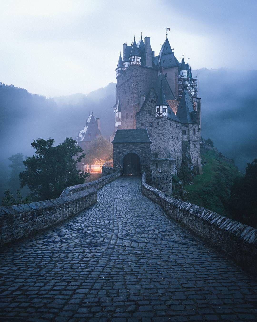 Offnungszeiten Eintrittspreise Tipps Hotels Erfahrt Hier Alles Uber Die Burg Eltz In Rheinland Pfalz ᐅ In 2020 Urlaub Beruhmte Schlosser Reisebilder