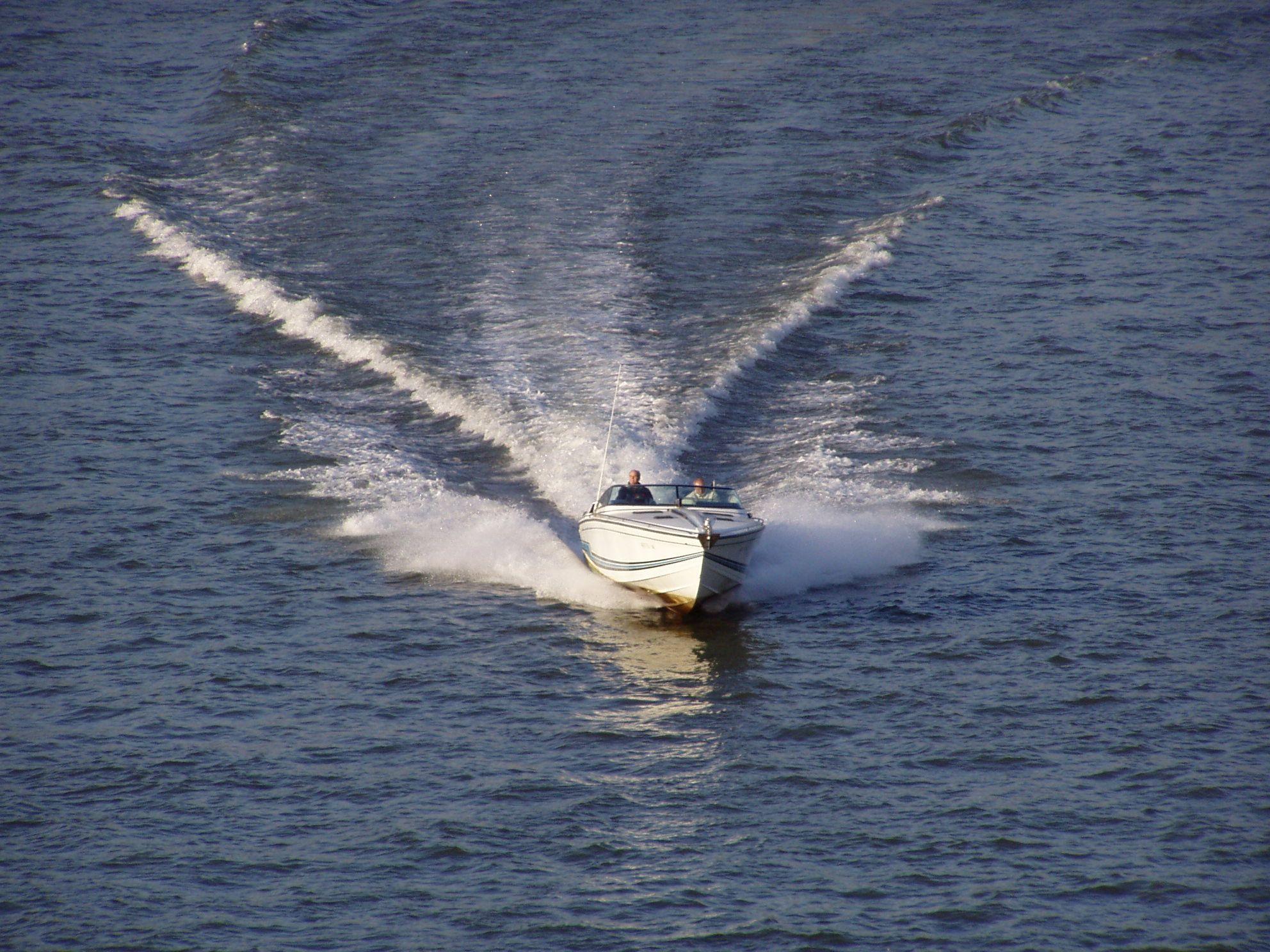 Der Rhein in Köln Bootsverkehr