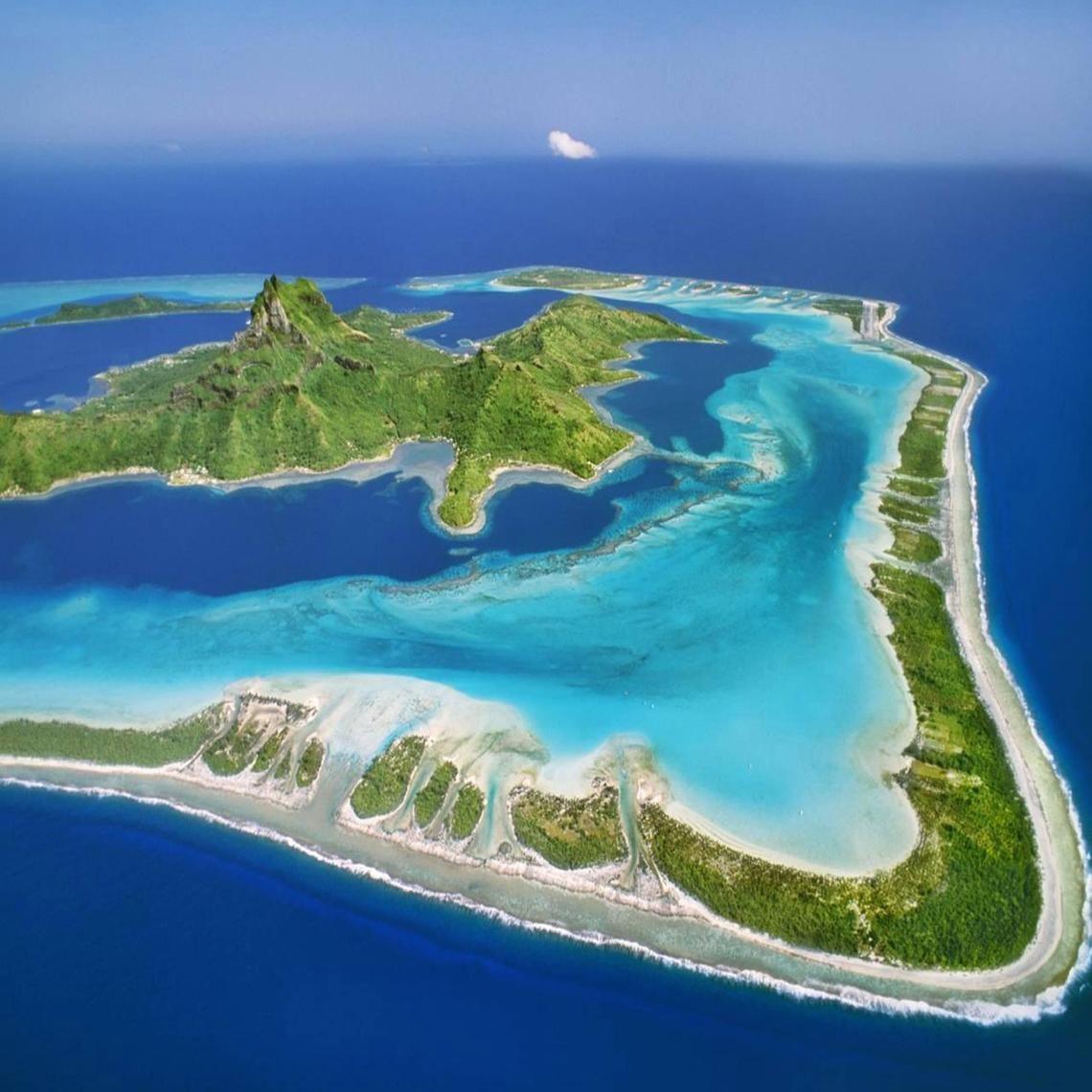 Tropical Island Paradise: View Vista Over Bora Bora Tahitian Tropical Paradise