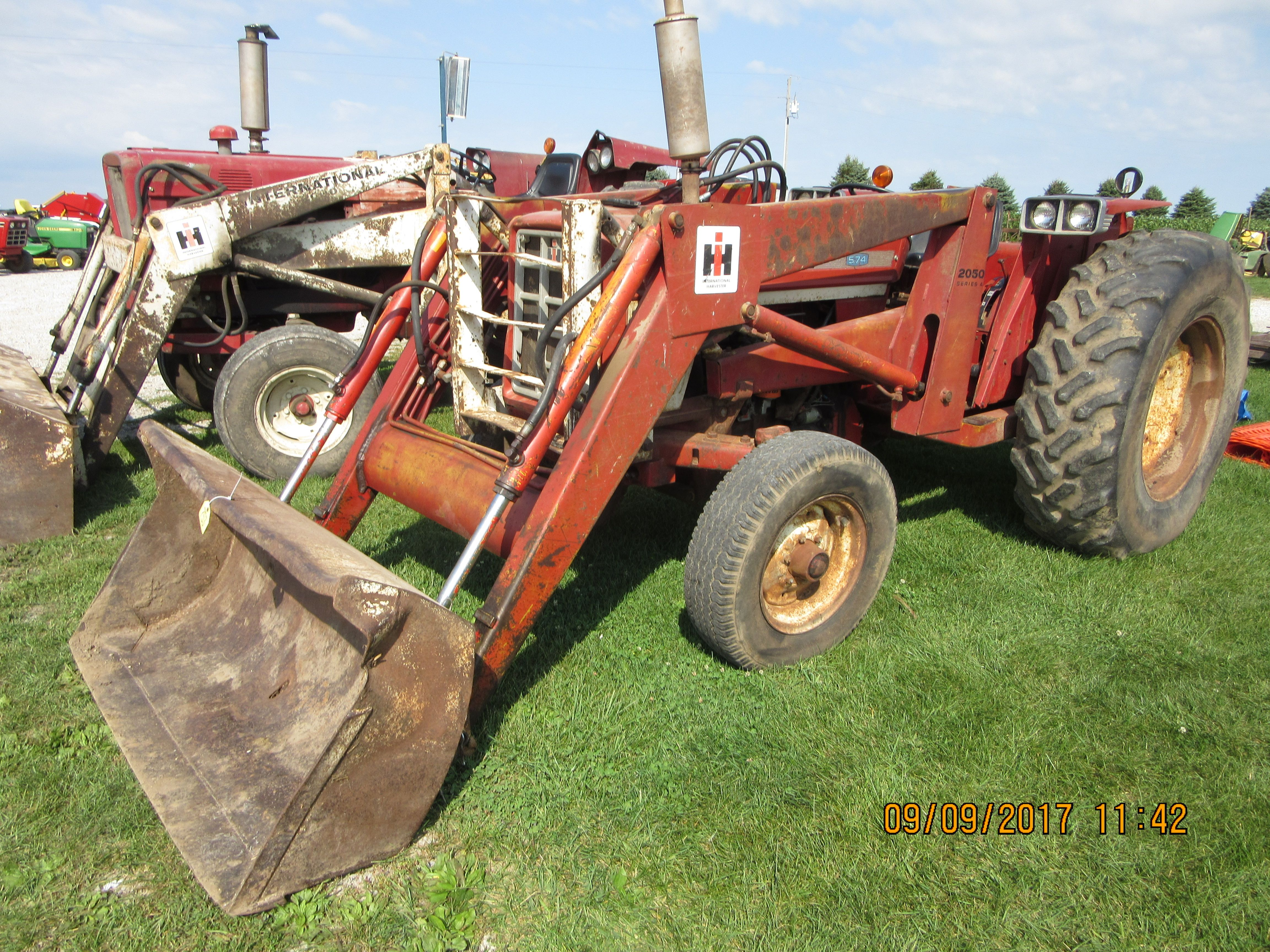 52hp International 574 With 2050A Loader
