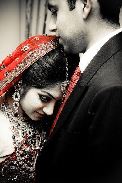 Dulhan Indian Pakistani Bollywood Bride Desi Wedding Dulha Groom Indian Wedding Poses Wedding Couples Photography Indian Wedding Photography