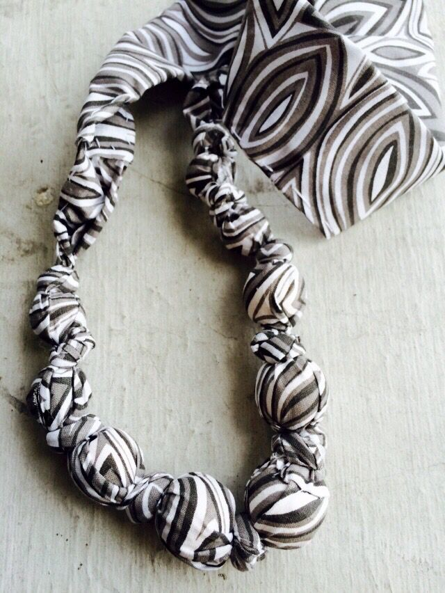 Teething necklace wooden beads fabric black and white