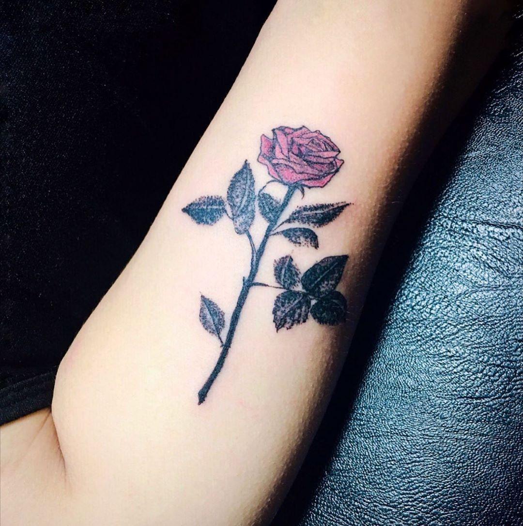 應該是2018年畫的玫瑰,終於找到主人了。我也老了嗚嗚... . . . . . . . . . #paintings #tat2#玫瑰#tattooart#tattooideas ...