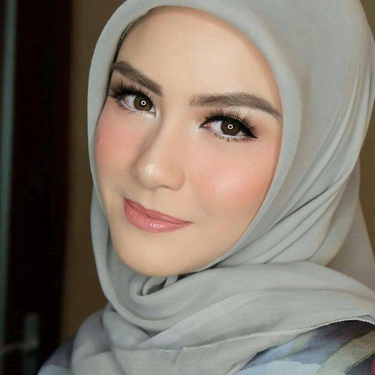Riasan Halus Dan Tipis Atau Lebih Dikenal Dengan Istilah Flawless Makeup Begitu Banyak Disukai Wanita Karena Membu Kecantikan Rias Wajah Pengantin Riasan Wajah