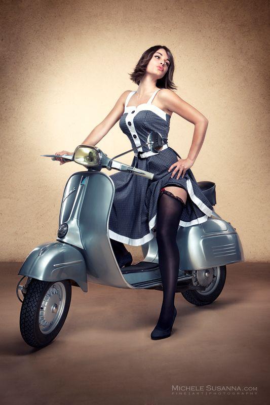 Vespa Ii Von Michele Susanna Rollermadchen Vespa Scooter
