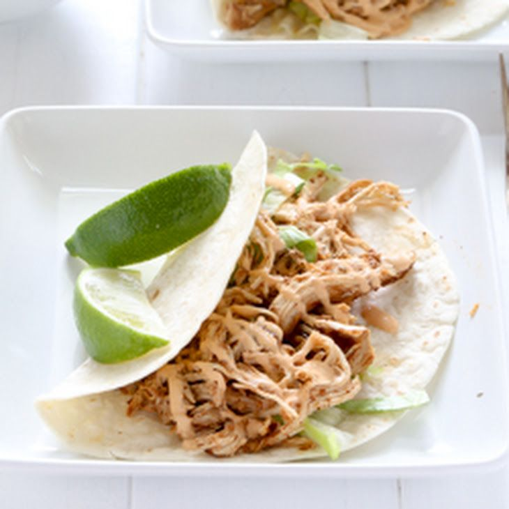 Easy Slow Cooker Chicken Tacos with Chipotle Sour Cream Sauce ...