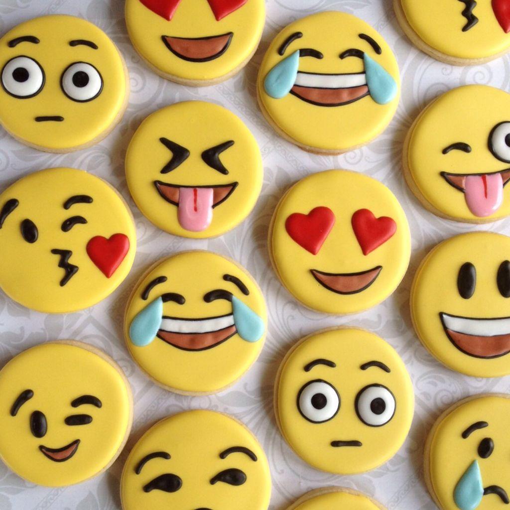 Emoji / emoticon cookies Sugar cookie designs, Sugar