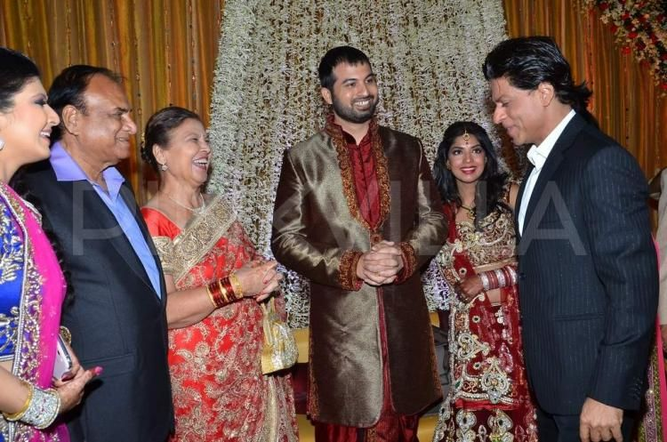 Shah Rukh Khan Abhishek Bachchan Attend A Wedding Reception