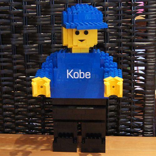 maxifiguur gemaakt uit Legoblokjes