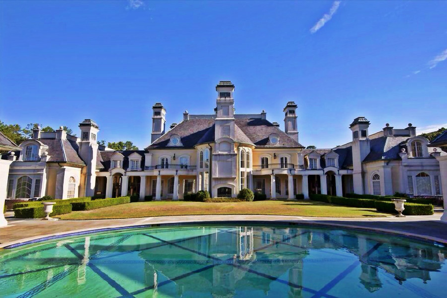 House Of The Day The Biggest Mansion For Sale In America Can Be Yours For A Bargain 13 9 Million Houses In America Mansions Expensive Houses
