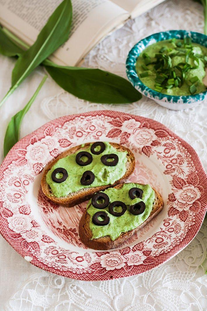 Kuchnia Roslinna Twarozek Z Orzechow Nerkowca Z Czosnkiem Niedzwiedzim Idealny Na Pajde Chleba Vegan Cheese Breakfast Cooking