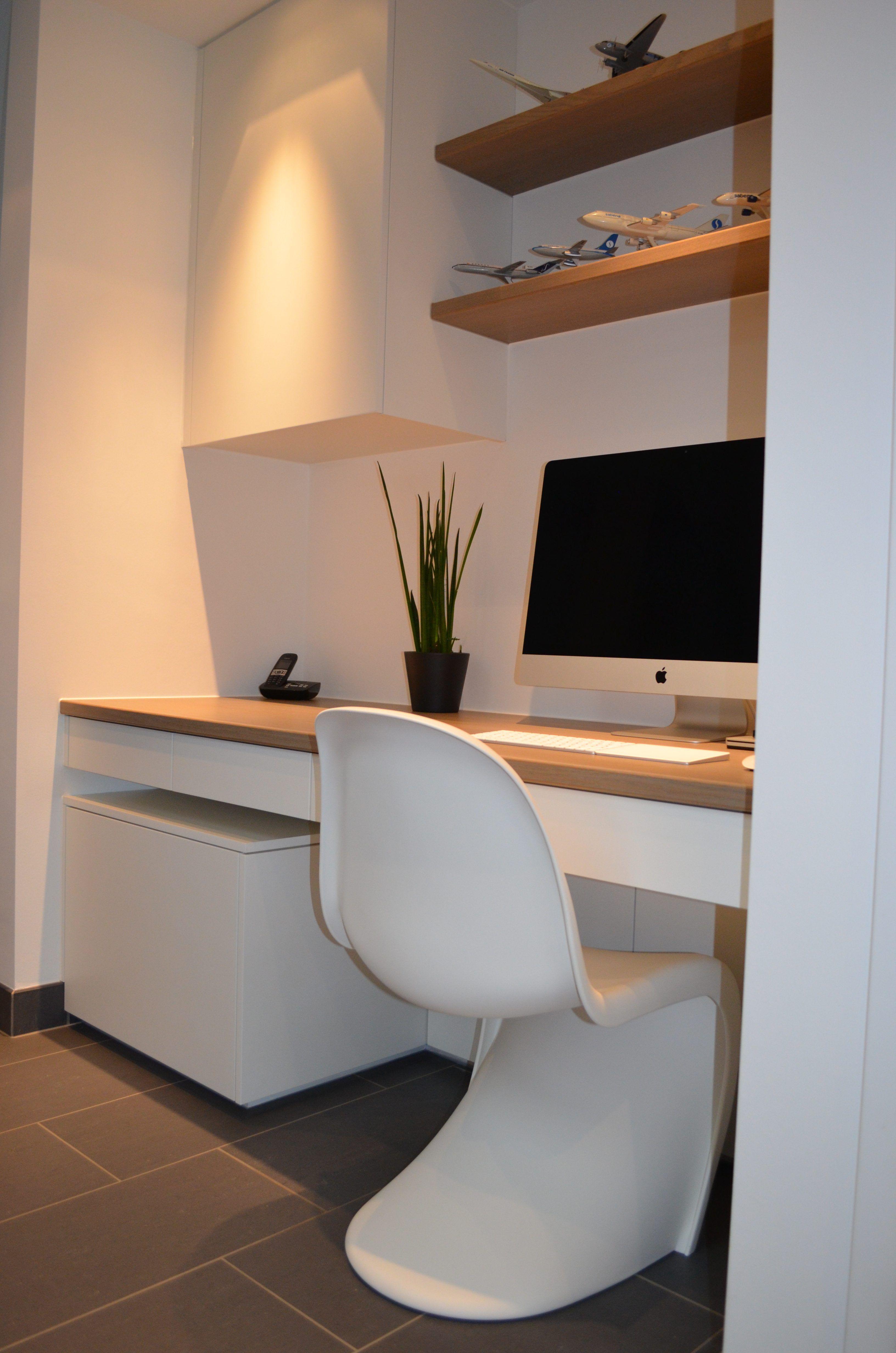 Super Uitzonderlijk Ingebouwd bureau in mat witte lak met vergrijsd ZT-13
