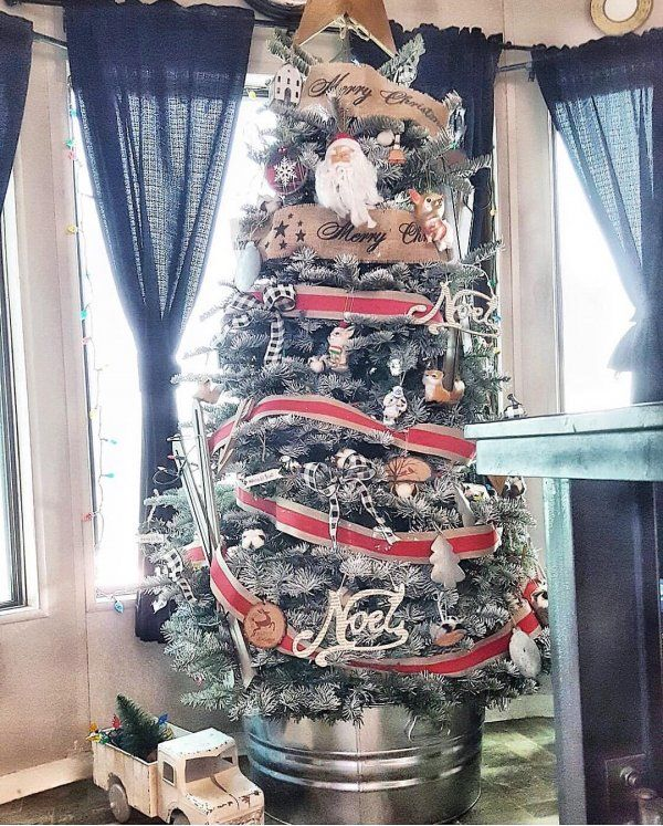 Burlap And Red Christmas Tree: 20 Most Adorable Collection Of Rustic Christmas Tree Decor