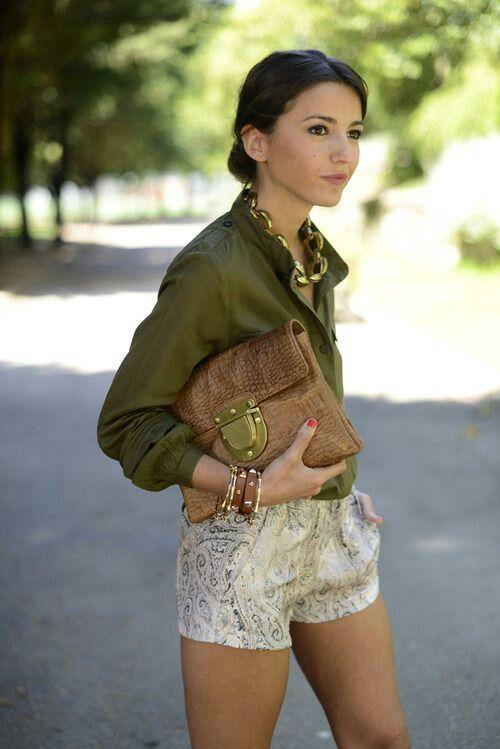 Combinar vestido color verde oliva
