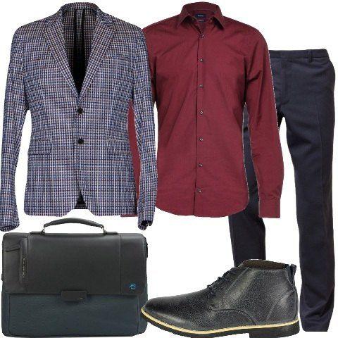 Outfit elegante composto da pantalone abbinato a camicia e giacca monopetto con collo con revers, fantasia a quadri. Stringate alte e cartella da lavoro firmata Piquadro.