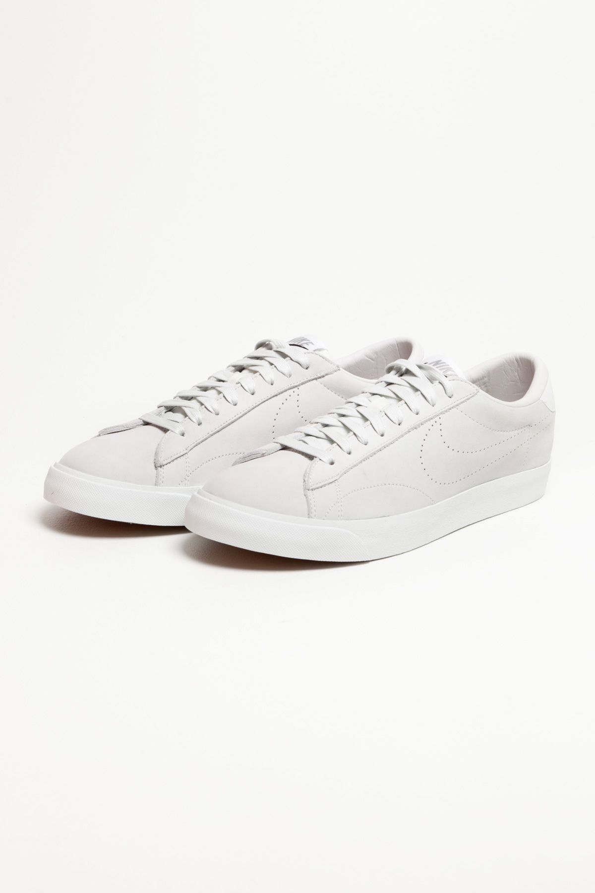 Pin by V Söderqvist on White | Black nike shoes, Sneakers