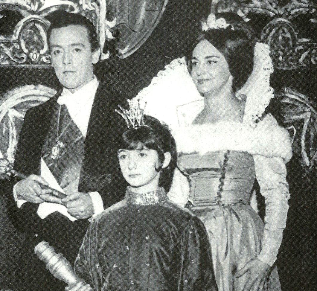 Amilton Fernandes, Laura Cardoso e a garota Fátima Carolini, na peça do TV  DE VANGUARDA,