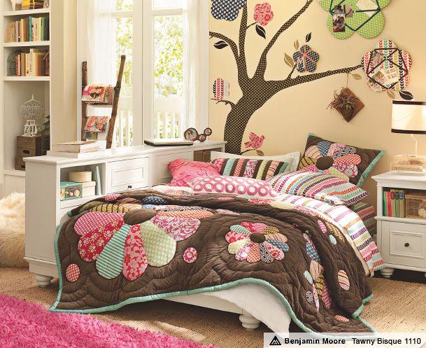 young teen girl bedroom
