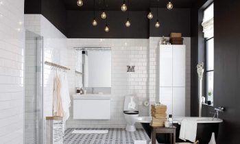salle-de-bain-blanche-et-noire-carrelage-metro-blanc-plafond ...