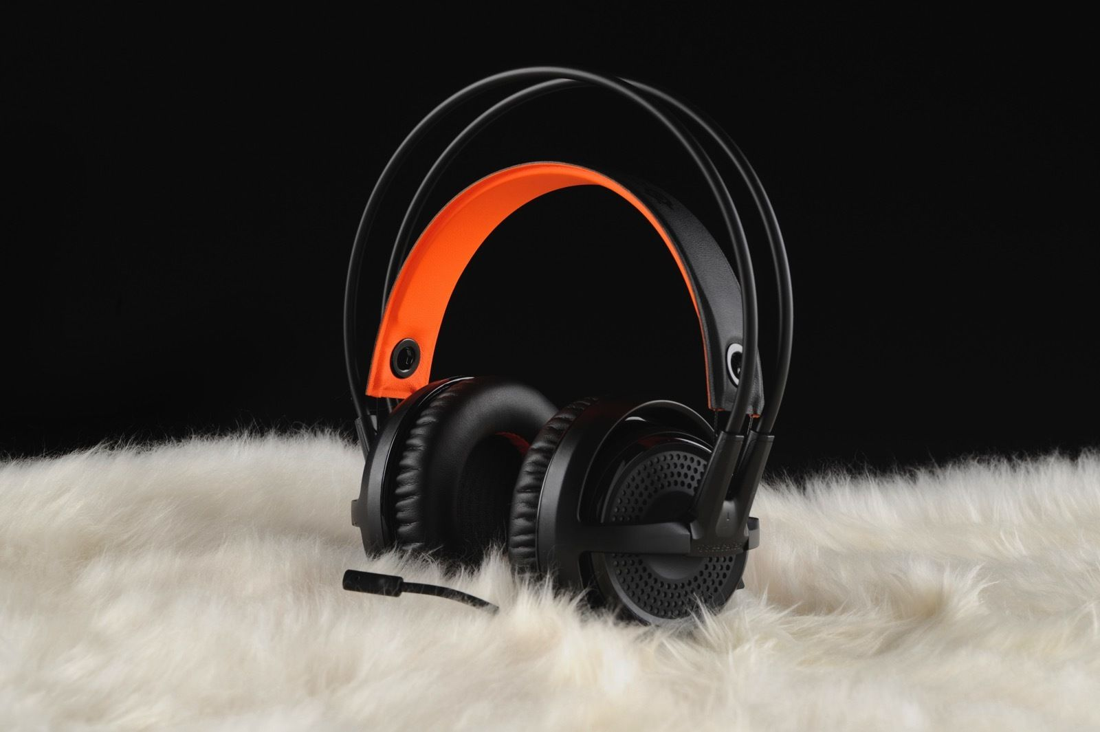 12 Gifts For The Gaming Geek In Your Life Holiday Gift Guide 2016 Steelseries Siberia 350 Black Is A Lightweight Usb Headset Designed Long Sessions Either Solo Or While Communicating With Team Via Voice Chat