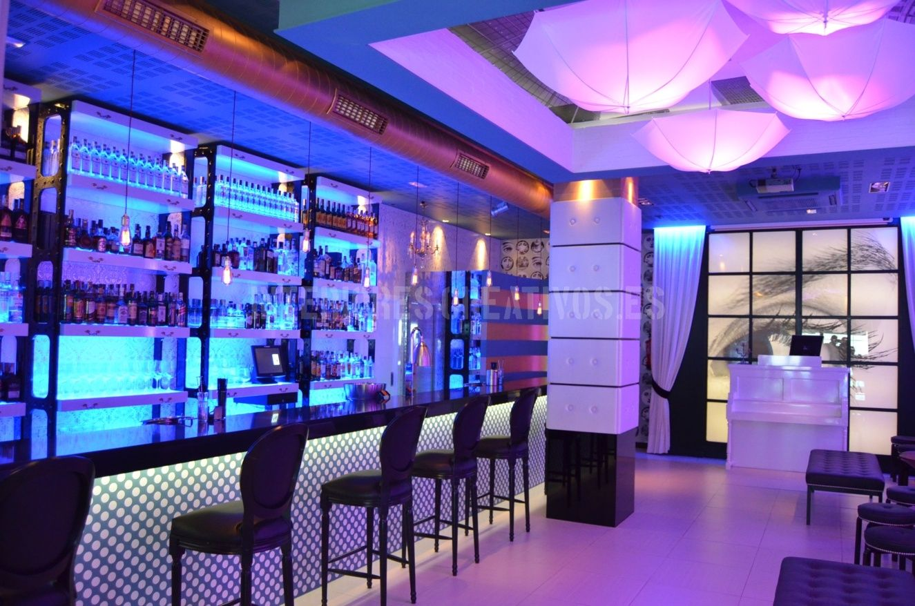 Dise o de interiores bar de copas trabalenguas medina del - Decoracion de bares de copas ...