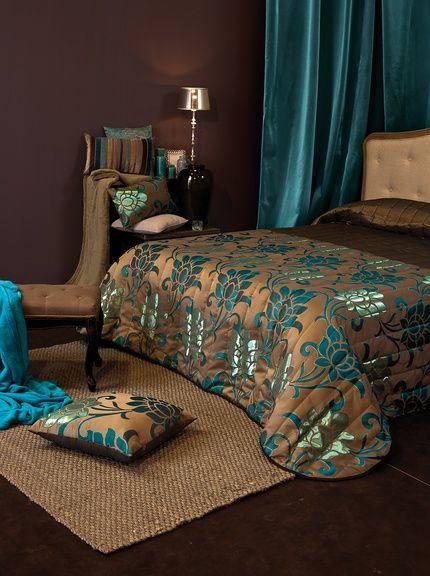 Colcha marron chocolate y turquesa en tejido de saten for Habitacion blanca y turquesa