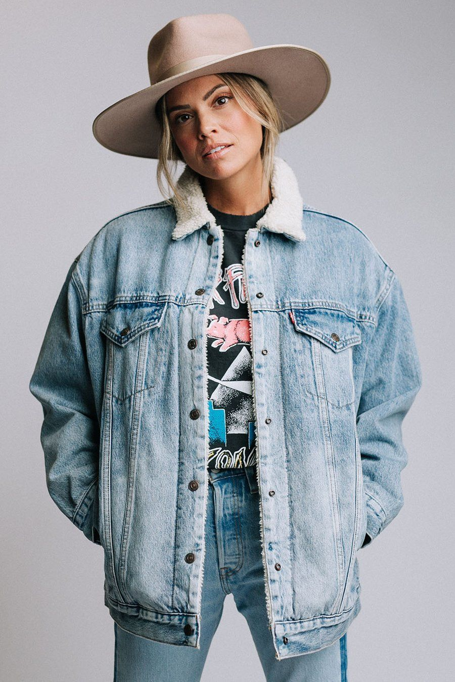 Details Classic Levi S Oversized Denim Jacket With Sherpa Lining Color Denim Blue 100 Cot Jacket Outfit Women Sherpa Lined Denim Jacket Jean Jacket Outfits [ 1349 x 900 Pixel ]