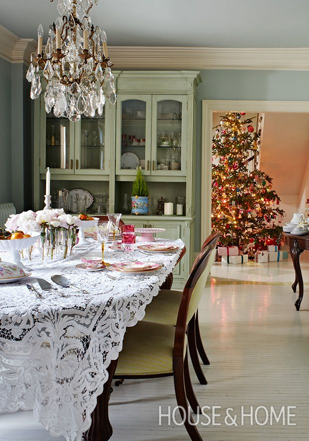 15+ Party-Ready Dining Rooms With Holiday Flair | Decor ...