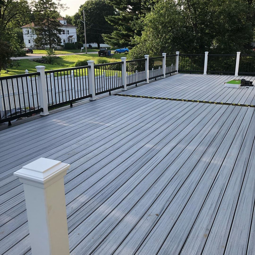 Deck Build 43x16 With Trexcompany Foggy Wharf And Clam Shell Decking And Railings Shoutout To Fastenmasterpro For Dropping Deck Design Patio Deck Trex Deck